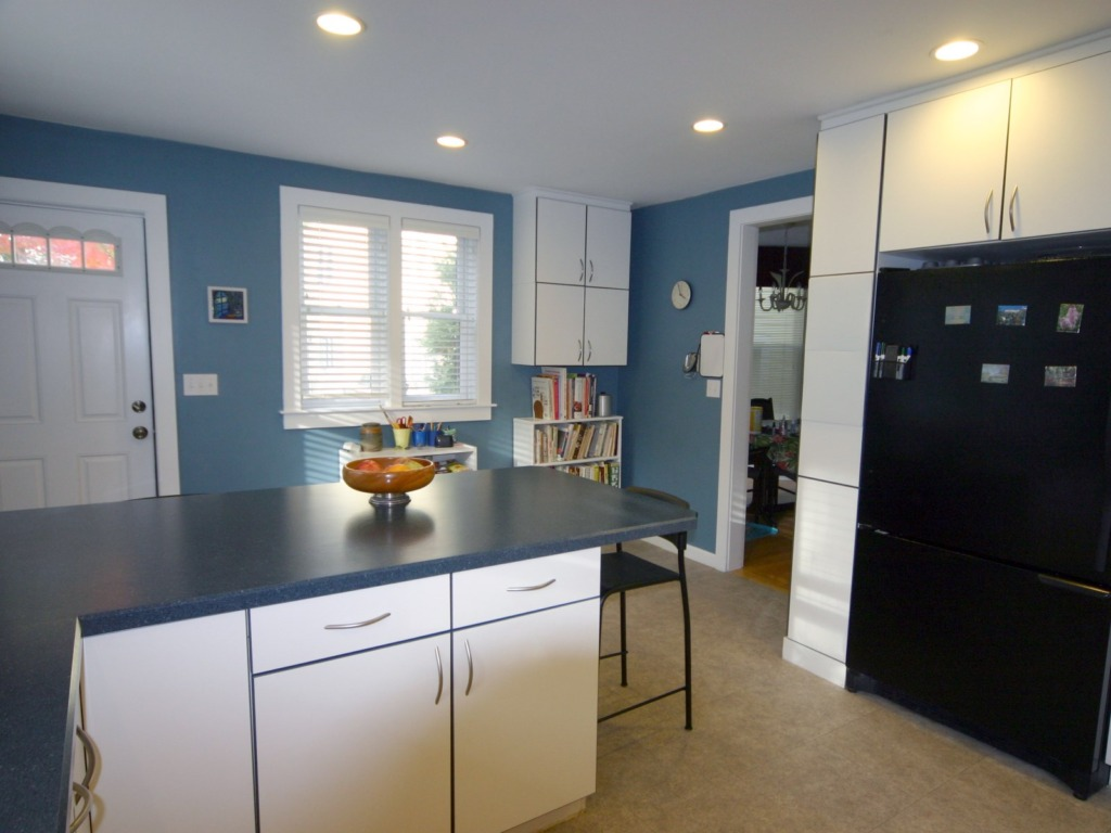 blue-and-white-kitchen-reverse